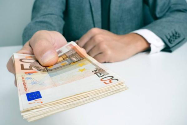 Κάτι σαν... κοινωνικό μέρισμα: Επιστρέφουν 1.000 ευρώ εν όψει εκλογών!