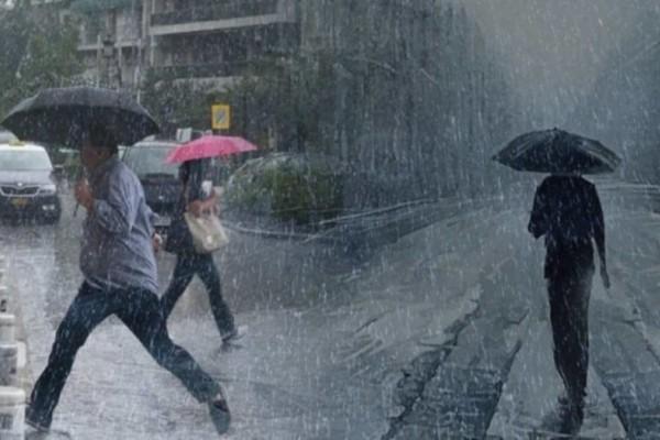 Καιρός: Άνοιξαν οι ουρανοί  - Βροχές και χαλάζι στην Αθήνα!