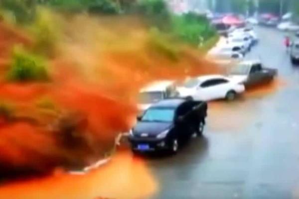 Βίντεο ντοκουμέντο: Τσουνάμι λάσπης