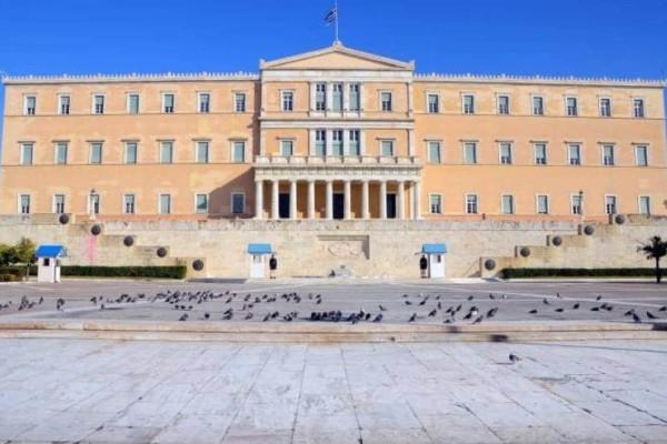 Συναγερμός στη Βουλή: Άντρας πέταξε γκαζάκι στο περίβολο της Βουλής!