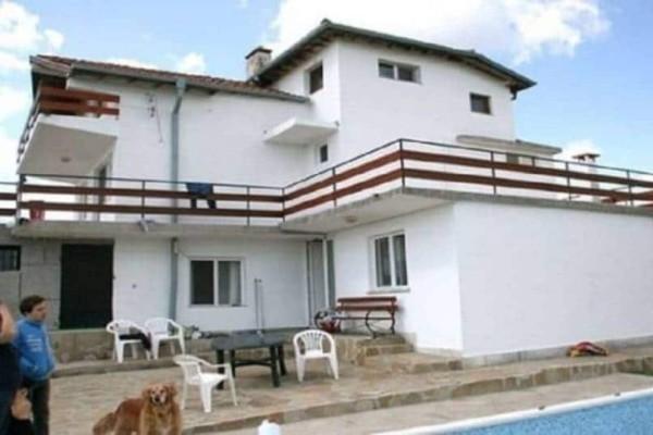 Αυτή είναι η Βίλα της Βουλγαρίας που νοικιάζεται για 2.000 ευρώ το μήνα – Δείτε εικόνες από το εσωτερικό της