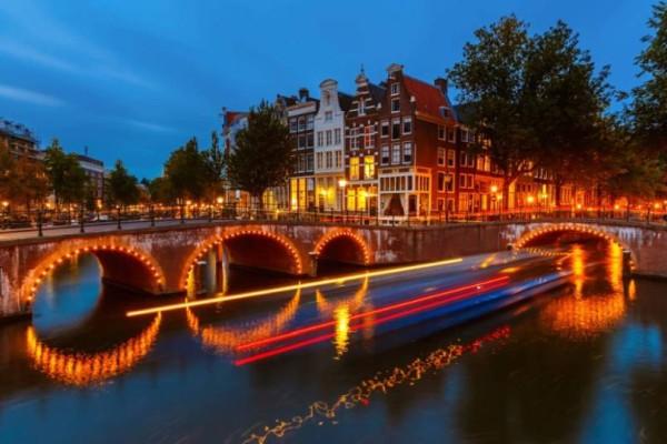 Πανικός στο Άμστερνταμ: Οι τουρίστες πληρώνουν 100 ευρώ για να...