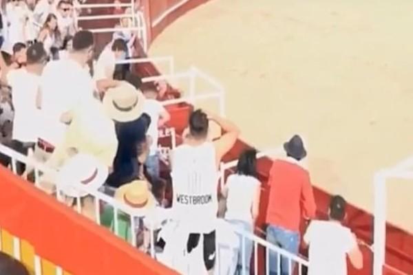 Σοκ στην Ισπανία: Ταύρος σκότωσε 60χρονο εθελοντή σε φεστιβάλ! (Video)