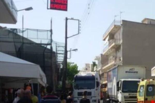 Θρίλερ: Φορτηγό παρέσυρε και σκότωσε γυναίκα! (Video)