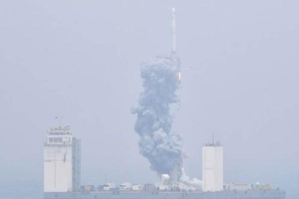Κίνα: Εκτόξευσε τον πρώτο διαστημικό πύραυλο από πλωτή εξέδρα! (Video)