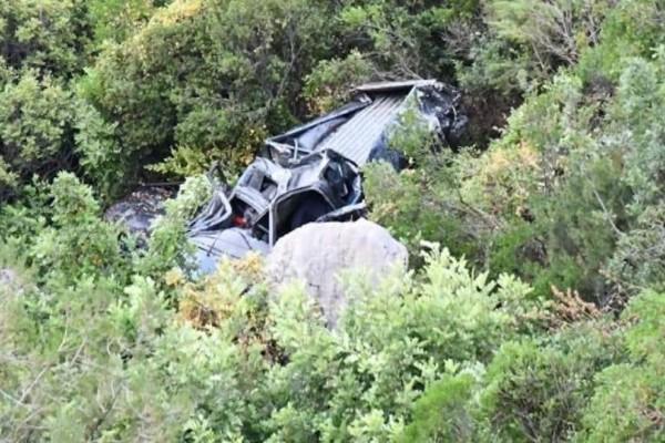 Σοκ στην Αργολίδα: Αυτοκίνητο έπεσε σε γκρεμό!