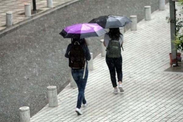Καιρός: Βροχές και χαλάζι σε πολλές περιοχές - Έως 33 βαθμούς το θερμόμετρο!