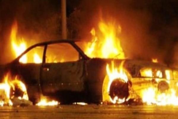 Εξάρχεια: Φωτιά σε σταθμευμένο αυτοκίνητο!