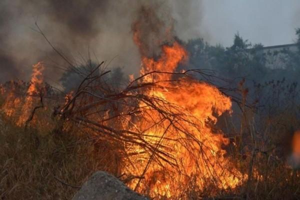 Πυρκαγιά στο Λαύριο: Οριοθετείται αλλά συνεχίζεται η επιχείρηση πυρόσβεσης!