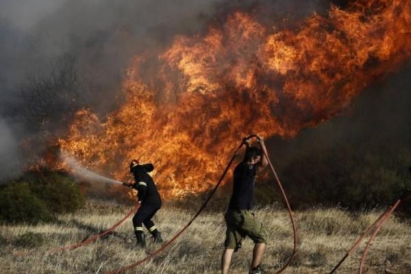Πυρκαγιά στο Λαύριο: Σε εξέλιξη,  αλλά με καλύτερη εικόνα!