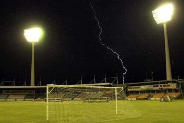 Τραγωδία: Κεραυνός χτύπησε 23 ποδοσφαιριστές εκ των οποίων 1 νεκρός!