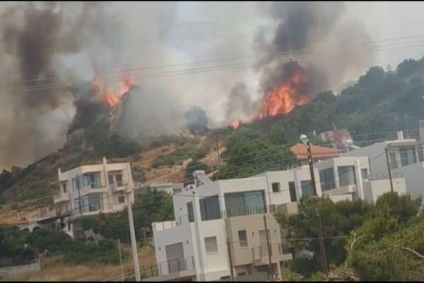 Μεγάλη πυρκαγιά στο Λαγονήσι: Εκκενώθηκαν σπίτια! (Video)
