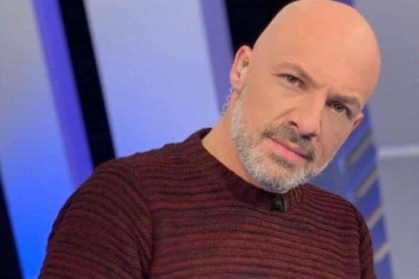 Νίκος Μουτσινάς: Δεν φαντάζεστε πόσο χρονών είναι ο παρουσιαστής!