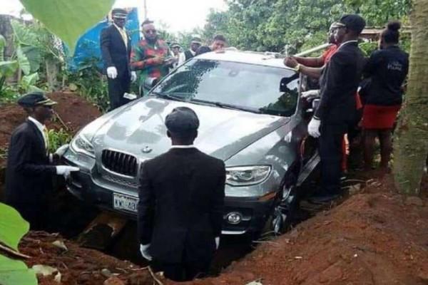 Έθαψε τον πατέρα του σε BMW 75.500 ευρώ!