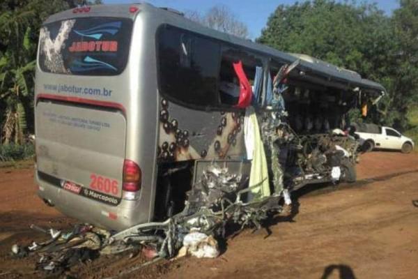Τραγωδία στη Βραζιλία: Δέκα νεκροί μετά από δυστύχημα λεωφορείου!