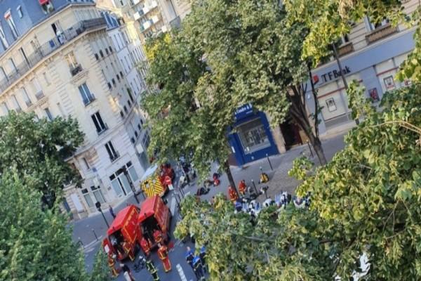 Παρίσι: Mεγάλη πυρκαγιά σε πολυκατοικία - Πηδούσαν από τα παράθυρα για να σωθούν!