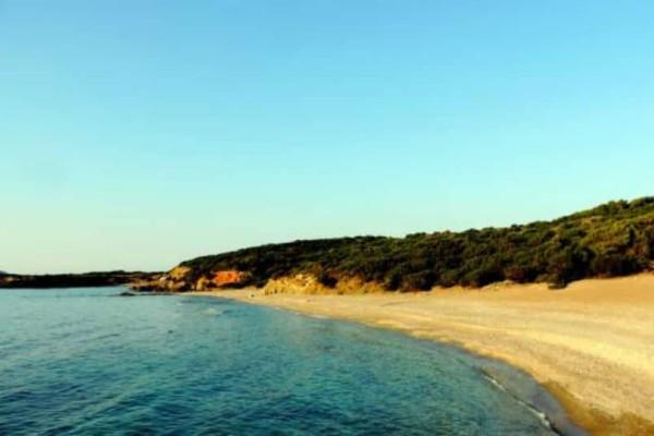 Σκύρος:Αυτές είναι οι καλύτερες παραλίες του νησιού!