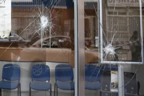 Επίθεση με βαριοπούλες σε τράπεζα στην Καλλιρόης!