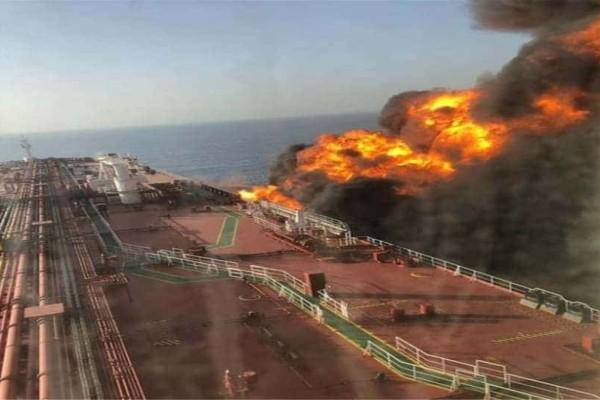 Συναγερμός στη Μέση Ανατολή: Από τορπίλες και μαγνητικές νάρκες χτυπήθηκαν τα πλοία στον κόλπο Ομάν!