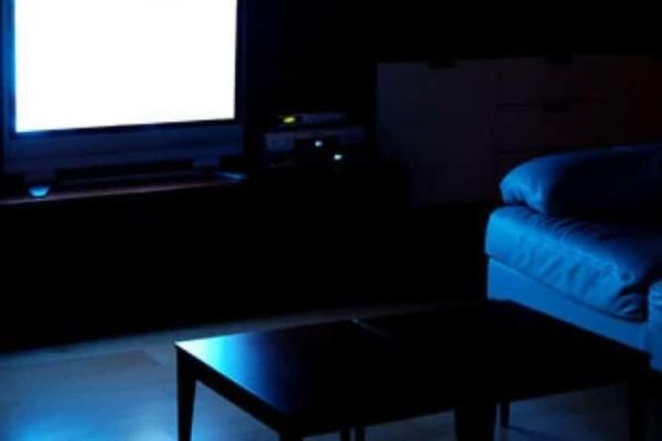 Μην κοιμάστε με ανοιχτά τα φώτα ή την τηλεόραση, γιατί θα παχύνετε!