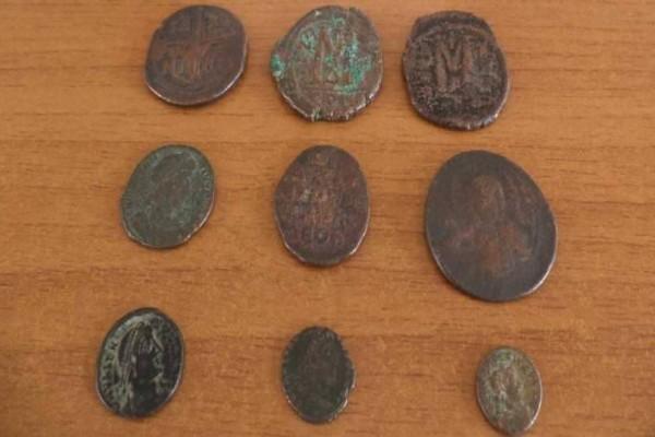 Τούρκος έκρυβε 1.055 αρχαία ελληνικά νομίσματα μέσα σε μπουκάλια!