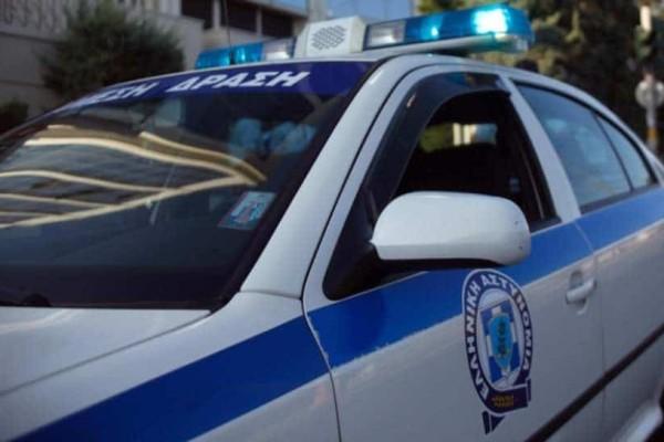 Τρόμος στη Λαμία: Τζάμι ξεκόλλησε και κρεμόταν πάνω από τα κεφάλια των περαστικών!