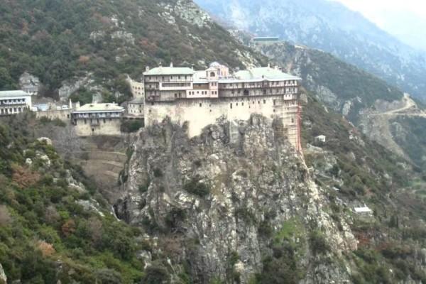 H 22χρονη που πάτησε το άβατο και κατάφερε να μείνει τρεις μέρες στο Άγιο Όρος ντυμένη άνδρας!