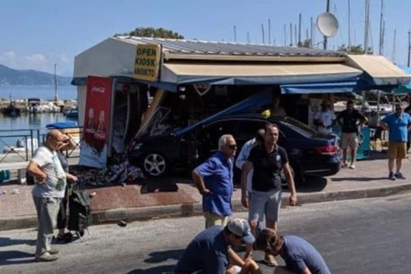 Κέρκυρα: Ταξί καρφώθηκε σε περίπτερο!