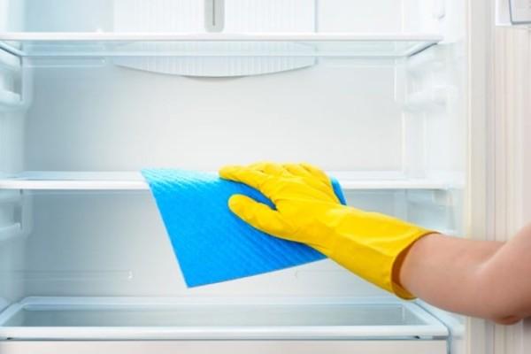 Έξυπνο: Έπιασε πάγο το ψυγείο σας; Καθαρίστε το στο άψε σβήσε!