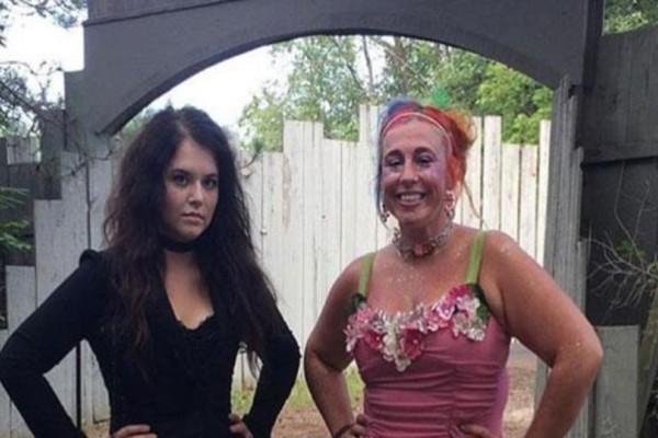 Δύο αδελφές μας δείχνουν από φωτογραφίες πόσο διαφορετικές είναι!