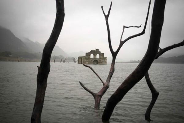 Αναδυόμενος ναός φάντασμα 400 ετών!