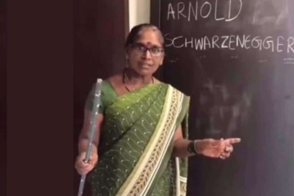 Ινδία: Αυτές είναι οι χειρότερες δασκάλες Αγγλικών! (Video)