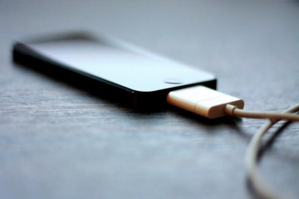 Τρομερό κόλπο: Έτσι θα φορτίζετε το κινητό σας σε λιγότερο χρόνο