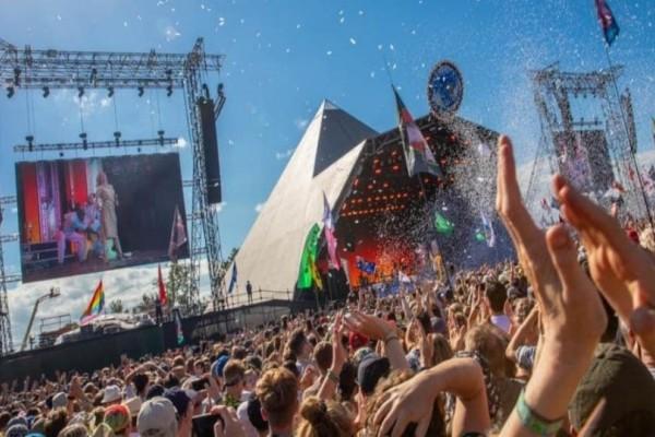 Εκατομμυριούχος πληρώνει 5,5 χιλ. για να βρει παρέα για συναυλίες!