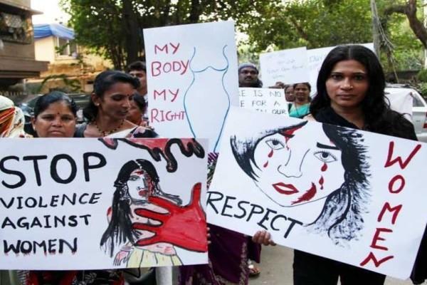 Φρίκη στην Ινδία: Την βίασαν συγγενείς και δάσκαλος επειδή ήταν καλή μαθήτρια!
