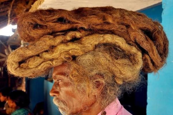 Απίστευτο: Άντρας έχει να πλύνει τα μαλλιά του 40 χρόνια και τα θεωρεί