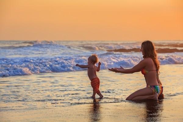 Πόσο ασφαλές είναι το μπάνιο στην θάλασσα για τα παιδιά;