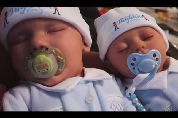 Τι άλλο θα δούμε; Youtubers δημιούργησαν και πουλούν κούκλες ίδιες με το νεογέννητο μωρό τους!