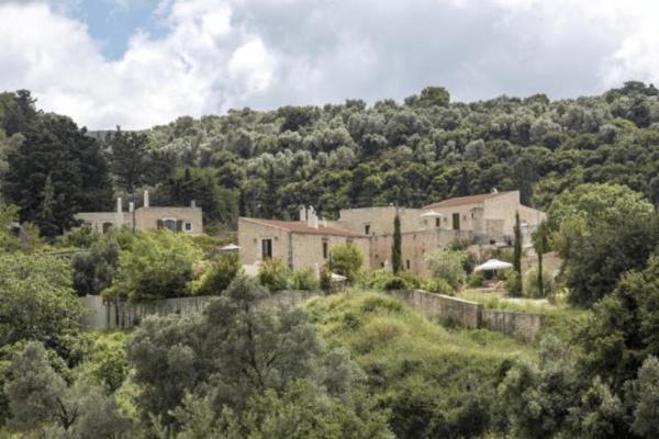 Απίστευτο: Το εγκαταλελειμμένο χωριό στην Κρήτη που μεταμορφώθηκε σε υπερπολυτελές ξενοδοχείο!