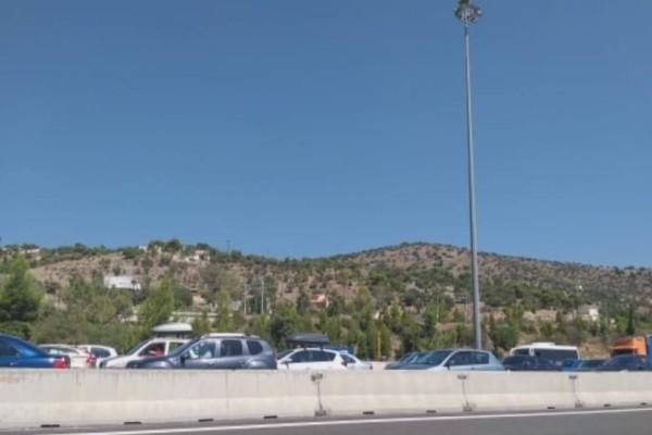 Κίνηση στους δρόμους: Kυκλοφοριακό χάος από τα διόδια της Ελευσίνας προς Κόρινθο!