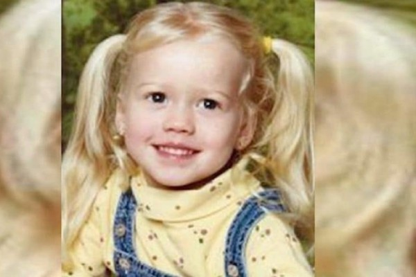 Η κόρη του εξαφανίστηκε ξαφνικά: 12 χρόνια μετά οι αστυνομικοί τη βρίσκουν ζωντανή αλλά όταν την κοιτούν στο πρόσωπο, παγώνουν!