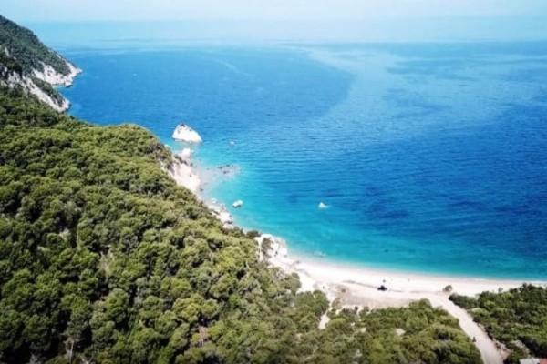 Μικρό Πήλιο: Ανακαλύψτε την πιο όμορφη παραλία της Αττικής!