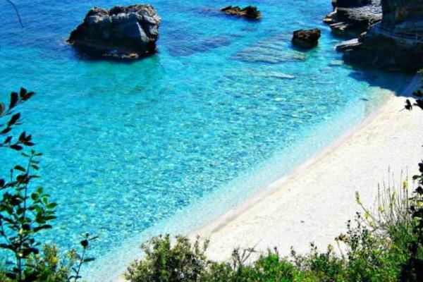 Μυλοπόταμος: Η διασημότερη παραλία του Πηλίου με το... ιδιαίτερο χώρισμα!
