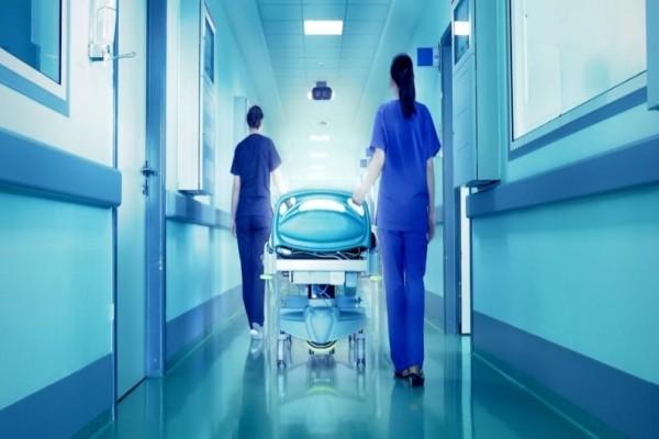 Πήγε στο γιατρό επειδή πονούσαν τα γόνατά της και οι γιατροί έπαθαν σοκ με αυτό που αντίκρισαν…