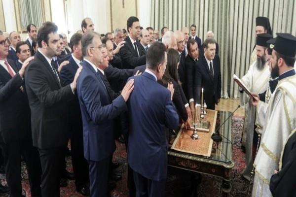 Ορκίστηκε η νέα κυβέρνηση Μητσοτάκη! Οι λαμπερές παρουσίες και η τελετή παράδοσης των υπουργείων!
