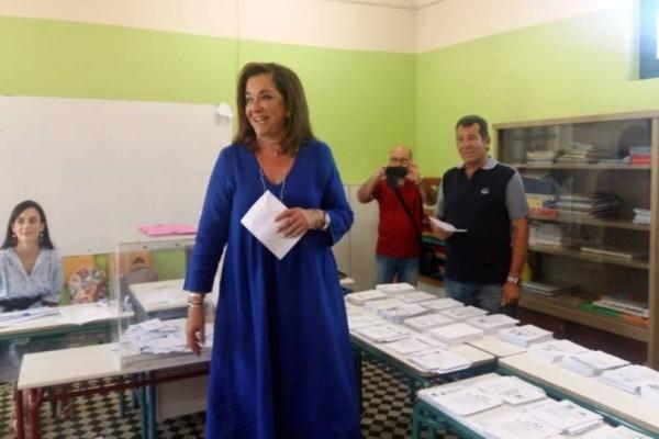 Ντόρα Μπακογιάννη: Ψήφισε στα Χανιά μαζί με τα εγγόνια της!