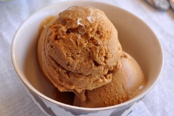 Το πιο νόστιμο και δροσερό παγωτό παρφέ με γεύση καραμέλα!