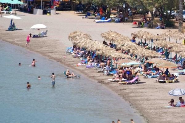 Άδεια τα εκλογικά κέντρα ένω στις παραλίες δεν πέφτει καρφίτσα!