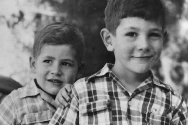Ποιος είναι σήμερα ο μικρός της φωτογραφίας που είναι πρωθυπουργός;