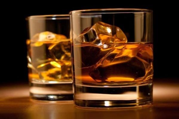 Φρίκη στην Θεσσαλονίκη: Μπαρ πουλούσε ποτά αναμεμειγμένα με κάνναβη!